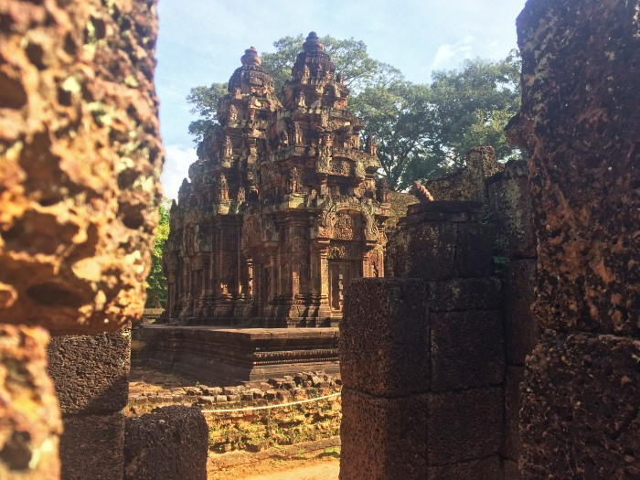 banteay-srei-through-the-stones